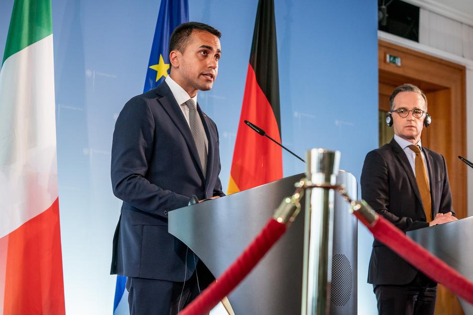 Heiko Maas (SPD), Außenminister, nimmt neben seinem italienischem Amtskollegen Luigi Di Maio (l) an einer Pressekonferenz nach einem gemeinsamen Gespräch im Auswärtigen Amt teil.