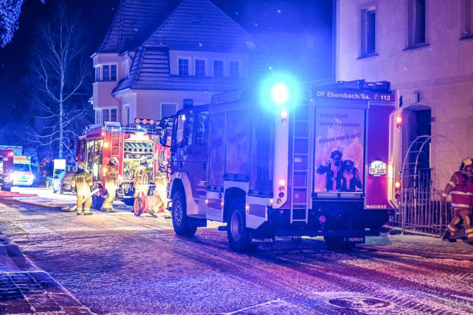 Feuerwehr mit Großeinsatz: Geschäft steht in Flammen, Sachschaden wohl sechsstellig!