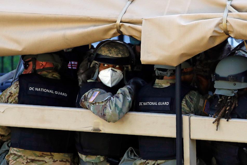 Mitglieder der Washingtoner Nationalgarde, die während der Proteste gegen Polizeigewalt in der US-Hauptstadt im Einsatz waren, sind positiv auf das Coronavirus getestet worden.
