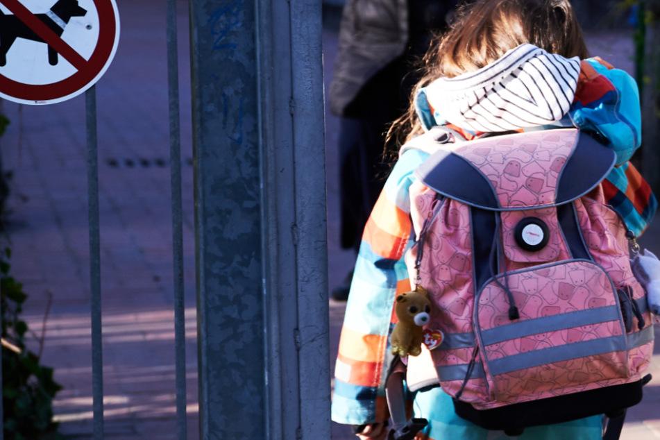 Die Viertklässler sollten ursprünglich von Montag an in Hessen wieder zur Schule gehen (Symbolbild).