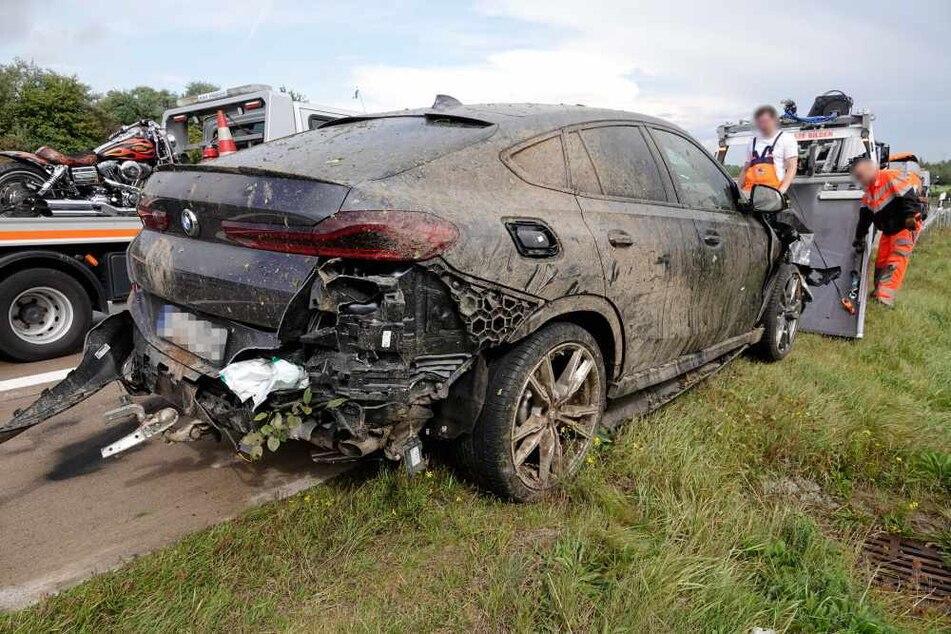 Ein BMW krachte am Samstag auf der A4 mit einem Ford zusammen. Mehrere Personen wurden verletzt.