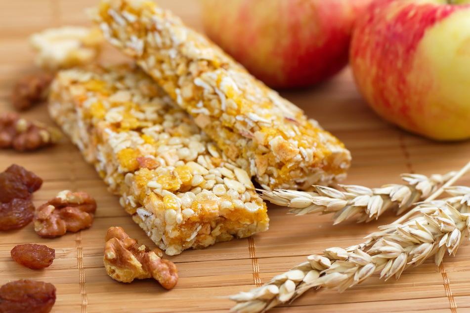 """""""Gegen den Hunger unterwegs helfen Brote, Obst und Nüsse besser als Müsliriegel"""", heißt es von Seiten der Tester."""