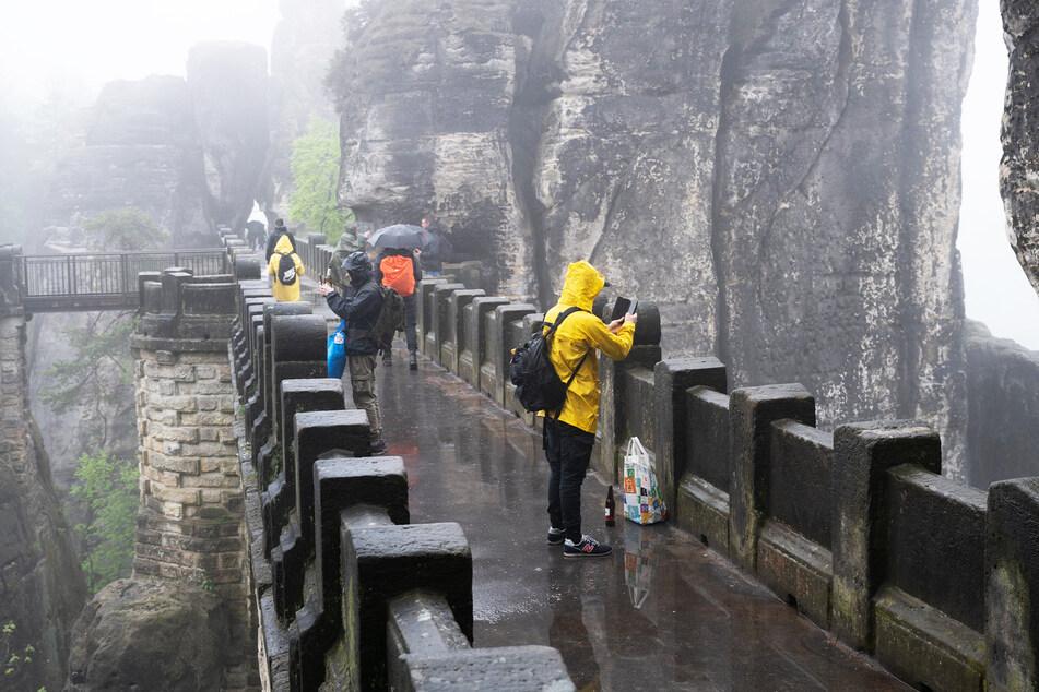 Am Wochenende solltet Ihr bei Ausflügen besser mit Regenschirm unterwegs sein.