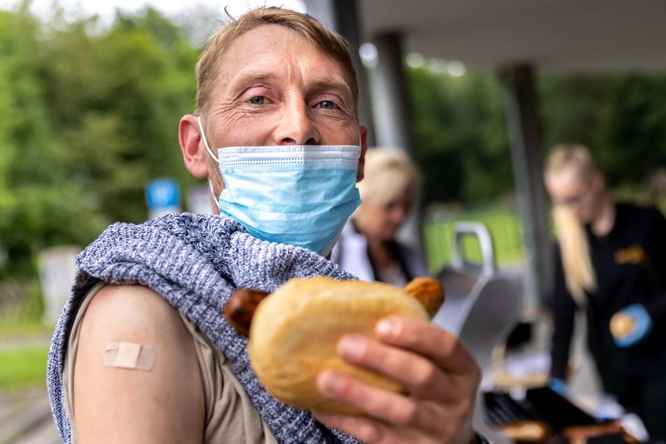 In Aue-Bad Schlema gibt es nach der Impfung zur Belohnung eine Bratwurst.
