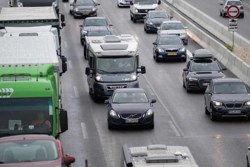 Chaos auf A8: Autobahn nach Unfall und Explosionsgefahr über zehn Stunden gesperrt!