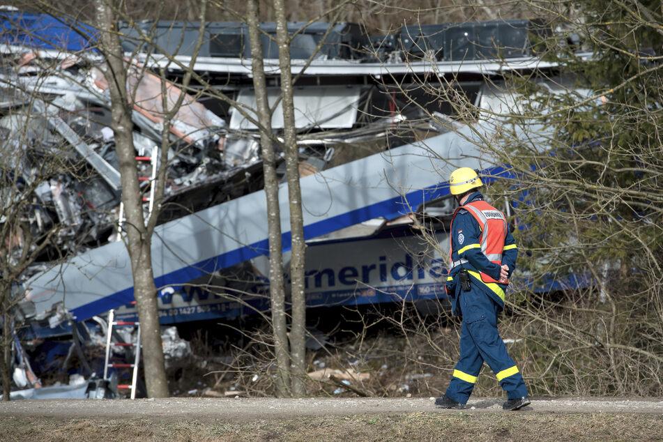 Weil ein Fahrdienstleiter am Handy zockte, rauschten zwei Züge frontal ineinander.