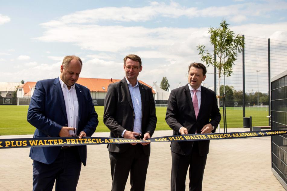Dynamo-Präsident Holger Scholze (r.) mit OB Dirk Hilbert (l.) und Sachsens Innenminister Prof. Dr. Roland Wöller während der Eröffnung des neuen Trainingszentrums.