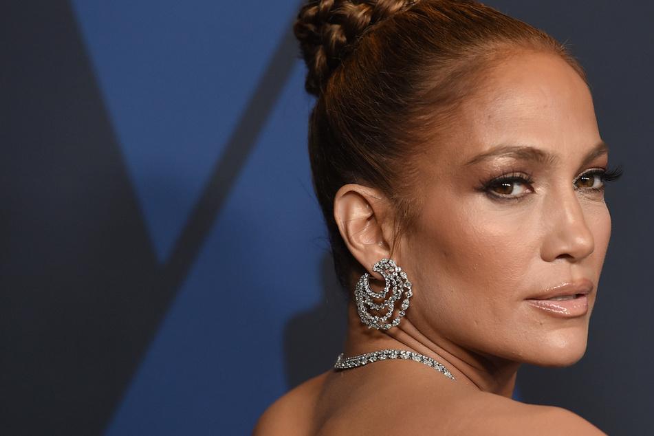 Jennifer Lopez kontert Botox-Kommentare und hat diesen Beauty-Tipp