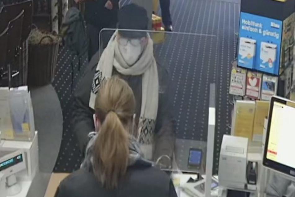 Mit diesem Foto sucht die Polizei nach dem Mann. Wer kann Hinweise geben?