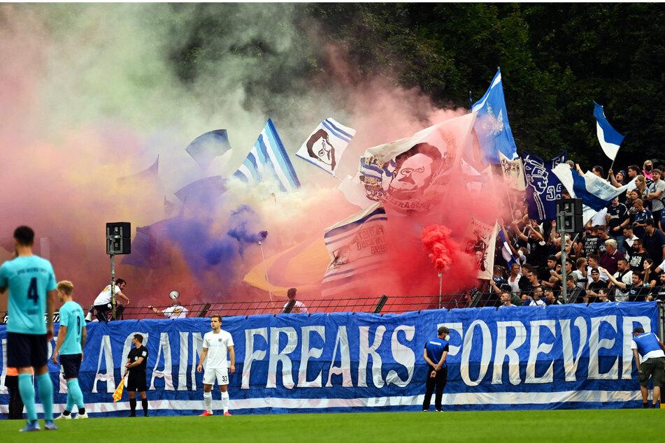 Die Babelsberger Fans in der Nordkurve zündeten mehrere Rauchbomben.