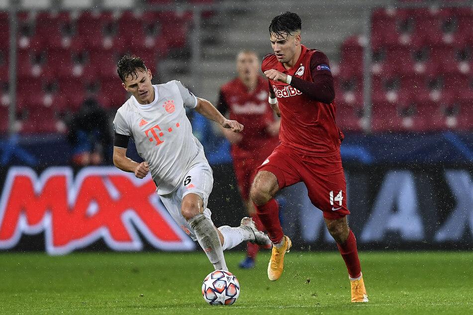 Dominik Szoboszlai (20, r.) im Duell mit Bayerns Joshua Kimmich (25). Die Salzburger unterlagen im heimischen Stadion in der Champions League mit 2:6.