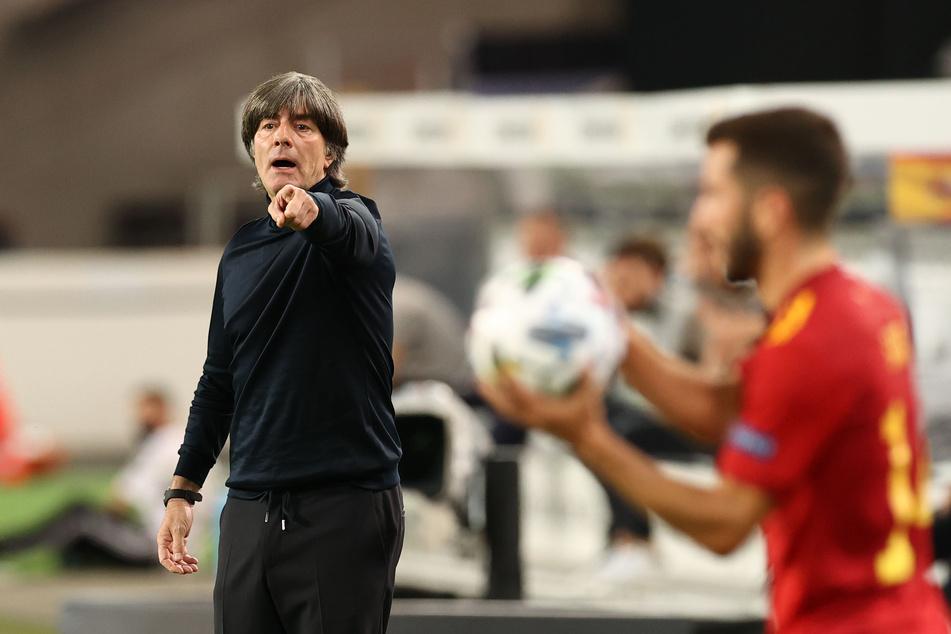 Seit der 0:6-Niederlage Deutschlands gegen Spanien steht Bundestrainer Joachim Löw (60) in der Kritik.