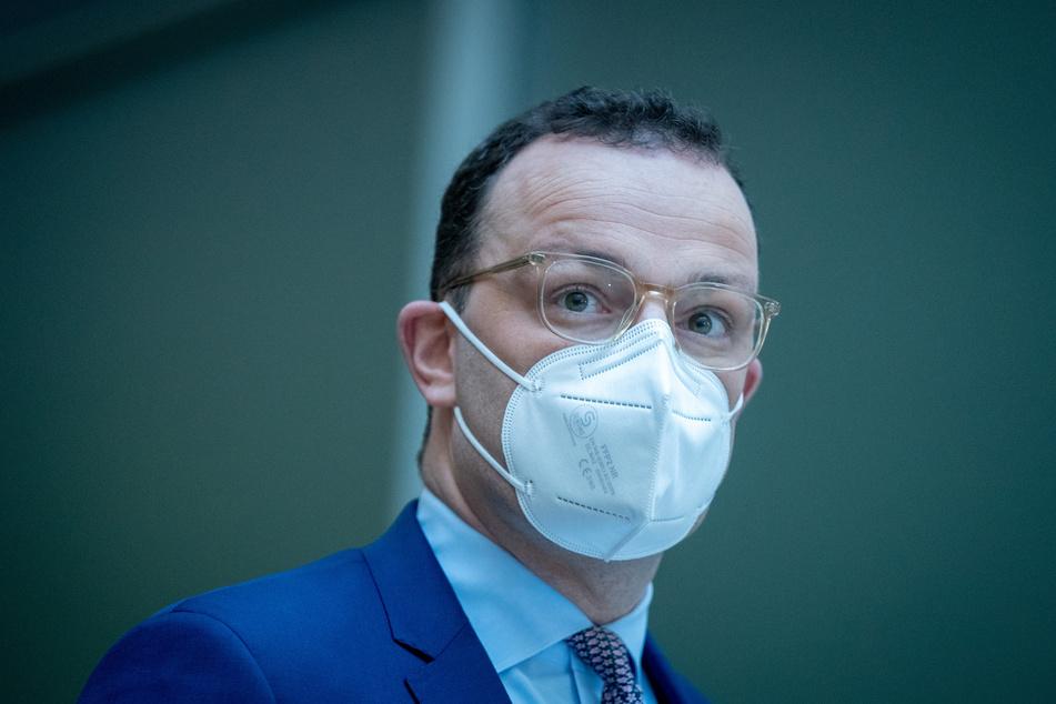 """Gesundheitsminister Jens Spahn (40, CDU) hatte im April dieses Jahres eine Verordnung unterzeichnet, wonach Krankenhäuser ihre tagesaktuell freie Betten im """"Divi-Intensivregister"""" melden müssen."""