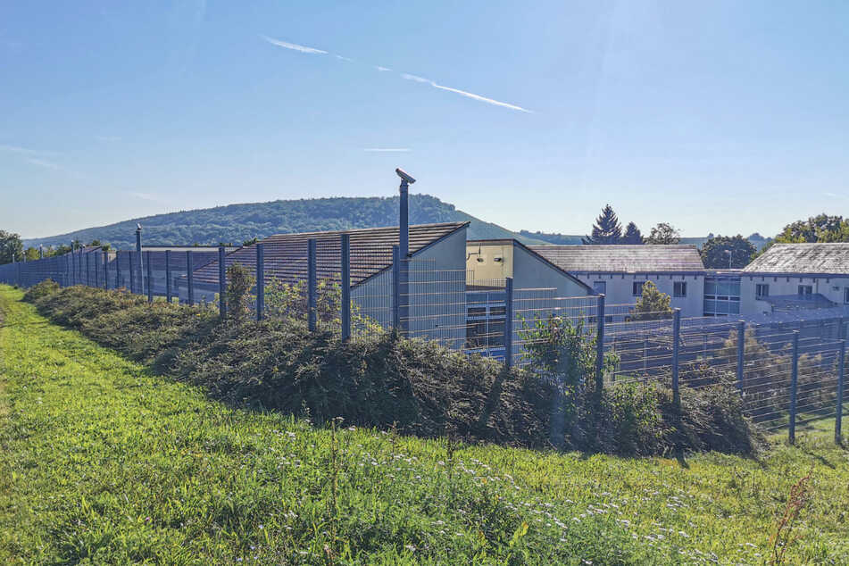 Nach Ausbruch aus Psychiatrie noch immer auf der Flucht: SPD-Fraktion will Untersuchung