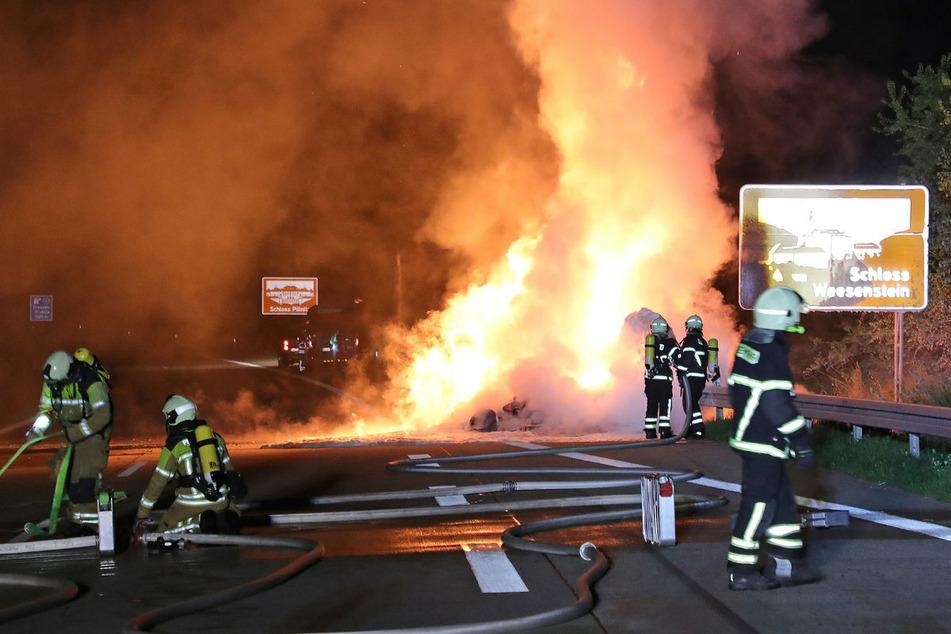 Ein Kleintransporter stand auf der A17 lichterloh in Flammen.