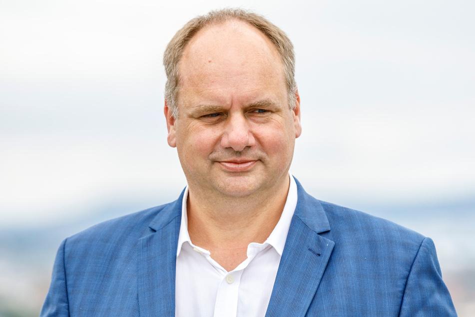 OB Dirk Hilbert (49, FDP) hält auf beiden Seiten der Elbe je einen Festvortrag.