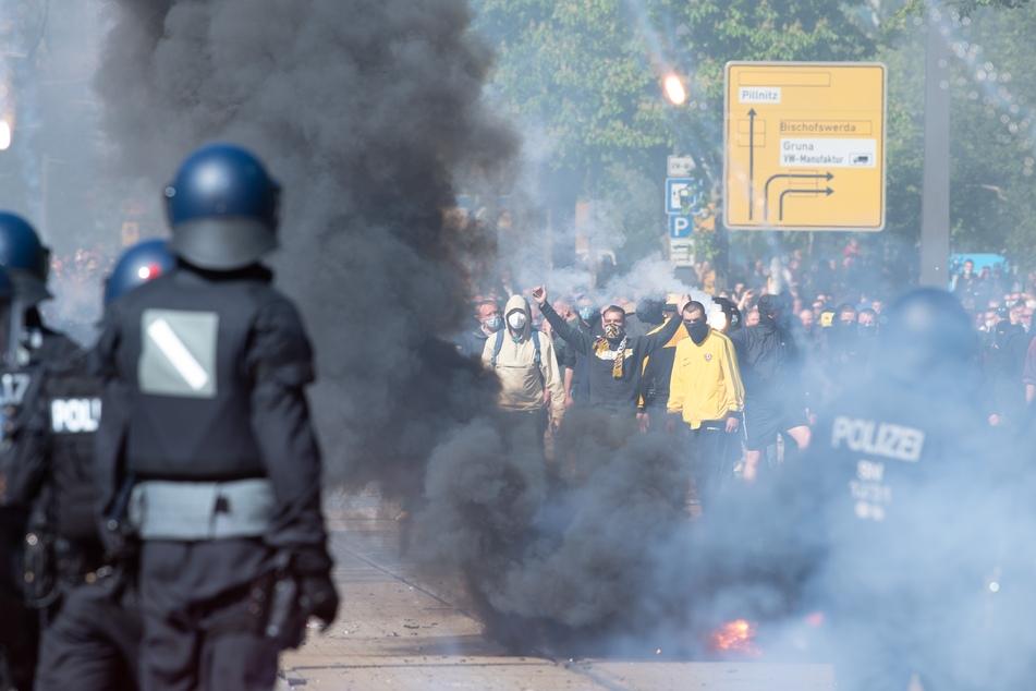 Am 16. Mai 2021 war es zu Ausschreitungen in Dresden gekommen. Nun sucht die Polizei nach weiteren Randalierern.
