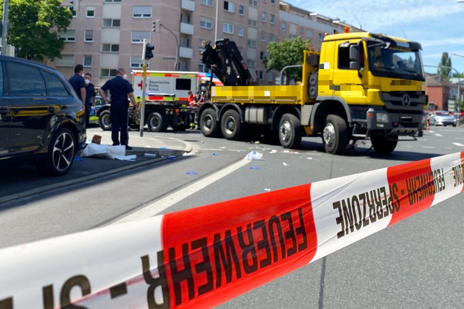 Eine Radfahrerin ist in Nürnberg von einem Lastwegen erfasst und in der Folge schwer verletzt worden.