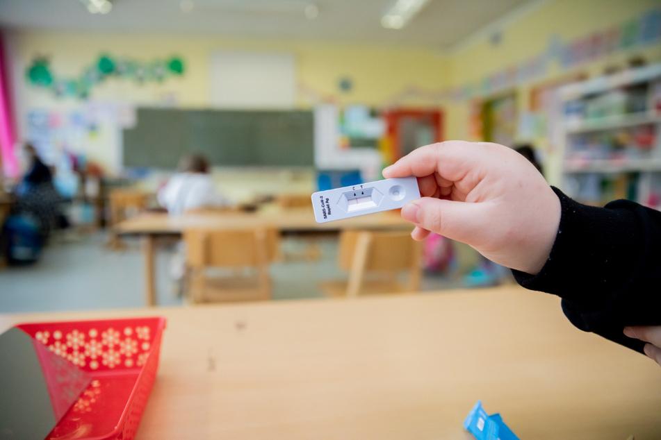 In Thüringen werden ab dem 1. August 2021 die Corona-Tests für Kinder in Schulen und Kitas eingestellt. (Symbolfoto)
