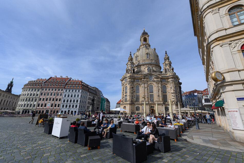 Passend zur in Dresden geöffneten Außengastronomie sinkt die Inzidenz weiter.
