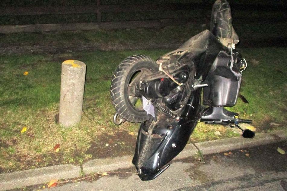 Verfolgungsjagd mit der Polizei: Rollerfahrer (16) ohne Helm und Führerschein baut Unfall