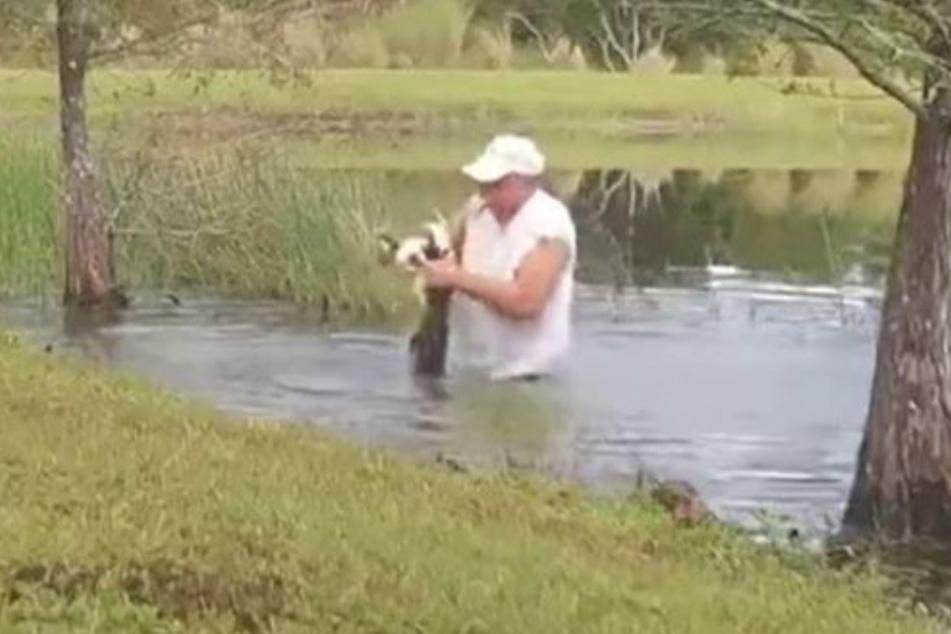 Der Mann riskierte vermutlich sein Leben für den kleinen Hund.