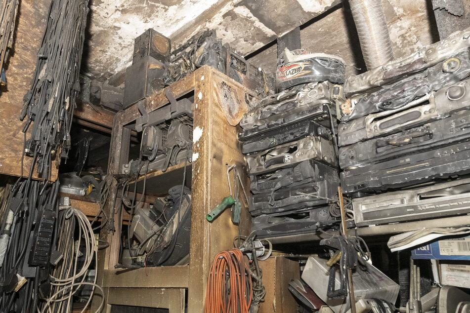 Radios, Boxen, Verstärker: Alles wurde ein Raub der Flammen.