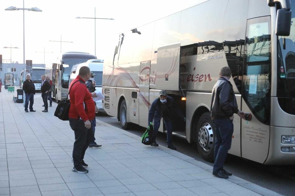 135 Leute kamen am Flughafen Leipzig/Halle an und wurden von da aus mit Bussen in ganz Mitteldeutschland verteilt.