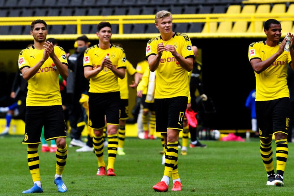 Borussia Dortmund feierte den klaren Derbysieg vor der leeren Südtribüne.