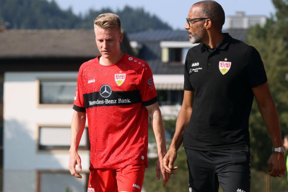 Chris Führich (23, l.) brach sich das Schlüsselbein, hier ist er im Trainingslager mit VfB-Mannschaftsarzt Raymond Best zu sehen.