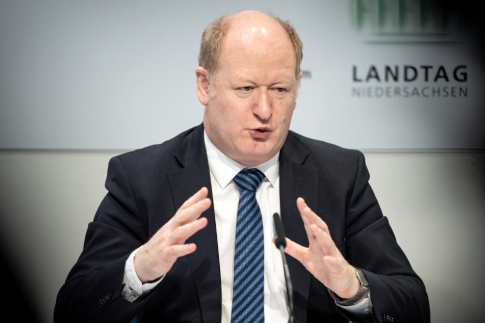 Reinhold Hilbers (CDU), Finanzminister von Niedersachsen, muss mit weniger Einnahmen auskommen. (Archivbild)