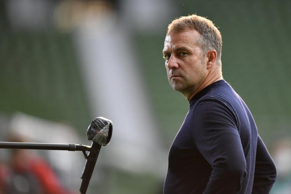 Trainer Hansi Flick (55) und die Spieler des FC Bayern München wollen mit einem Triumph in der Champions League das Triple perfekt machen.