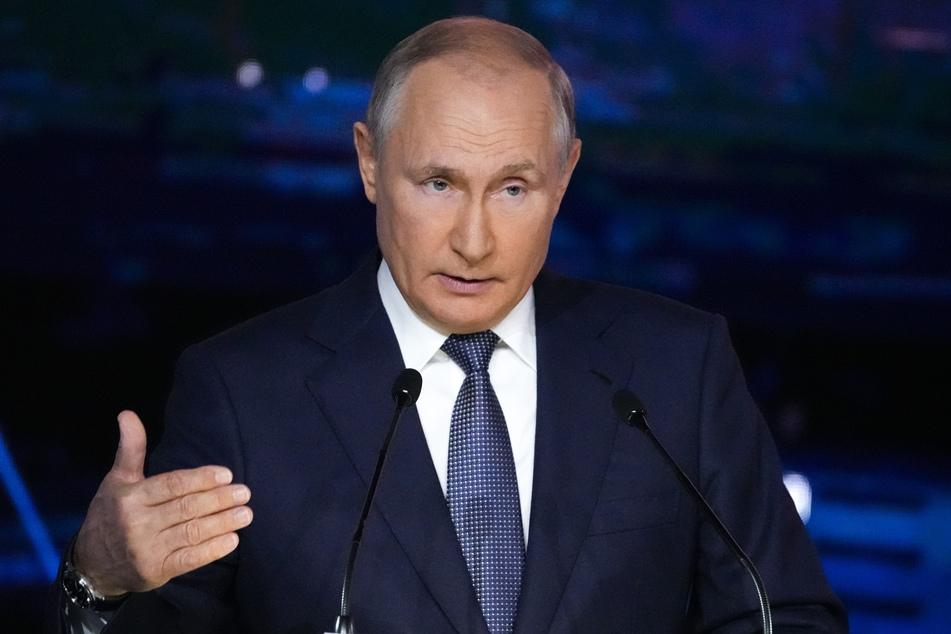 Präsident Wladimir Putin (68) lobte in einer Videobotschaft die beiden Städte als die größten Kulturzentren Europas und der Welt.