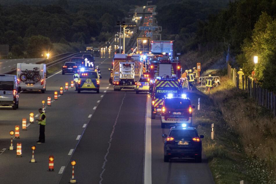 Die Polizei musste zwei Spuren der A1 sperren.
