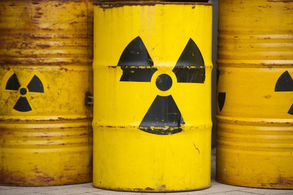 Mit solchen gelb angemalten Fässern demonstrierten Menschen in der Vergangenheit gegen Atommüll-Lager.