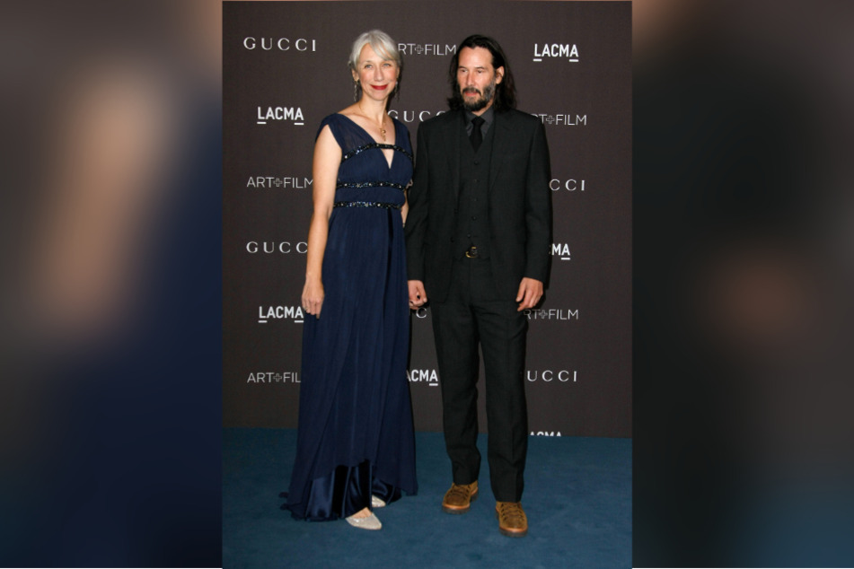 Los Angeles 2019: Keanu Reeves and Alexandra Grant come to the LACMA Art + Film Gala by Gucci. Grey hair in women was long considered a blemish, but now more people are publicly acknowledging its natural color.