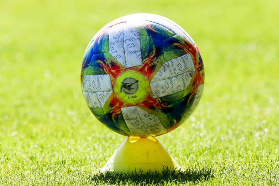 25 Vereine sollen den Antrag auf eine zweigleisige 3. Liga unterstützen.