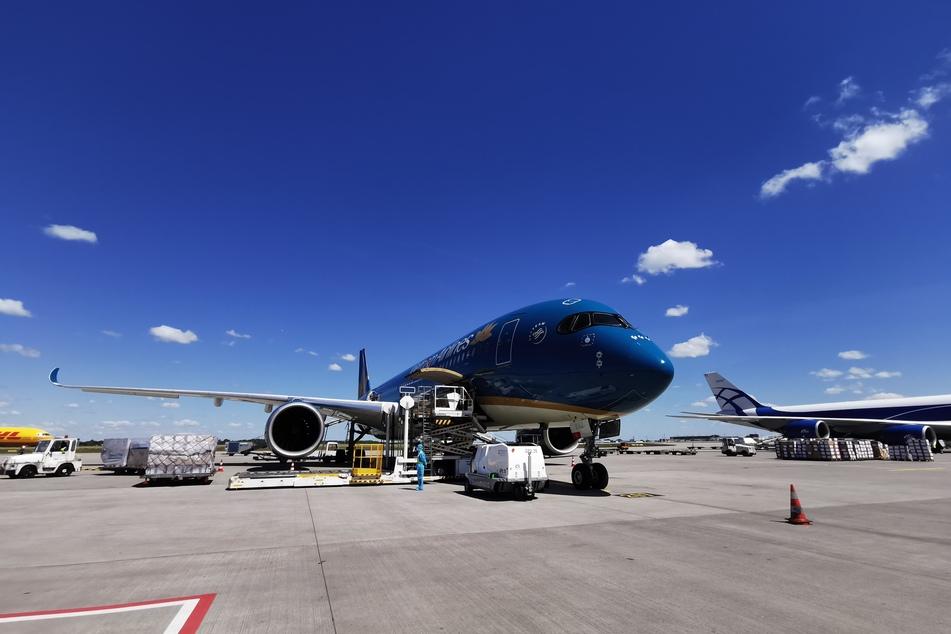 Freitagmittag landete die Maschine aus dem Vietnam am Flughafen Halle/Leipzig.