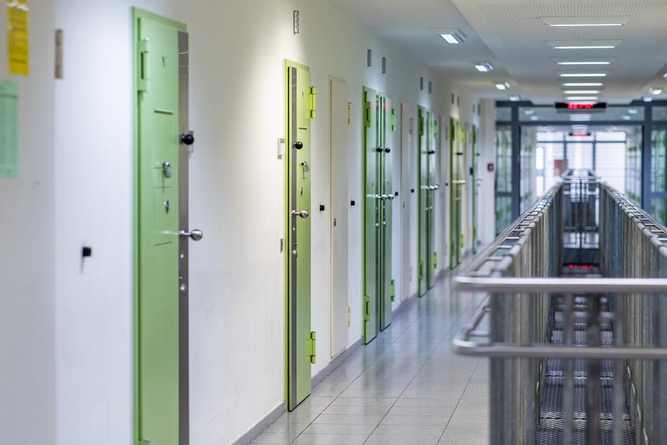 20 von den 26 mit Corona infizierten Gefangenen in NRW sollen schon wieder gesund sein. (Symbolbild)