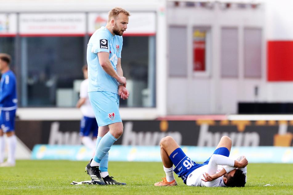 Der KFC Uerdingen um Keeper Hidde Jurjus (27, l.) und Mittelfeldmann Dave Gnaase (24) wirft zwar alles in die Waagschale, hat aber aufgrund der angespannten Personalsituation Probleme, kräftemäßig mitzuhalten.