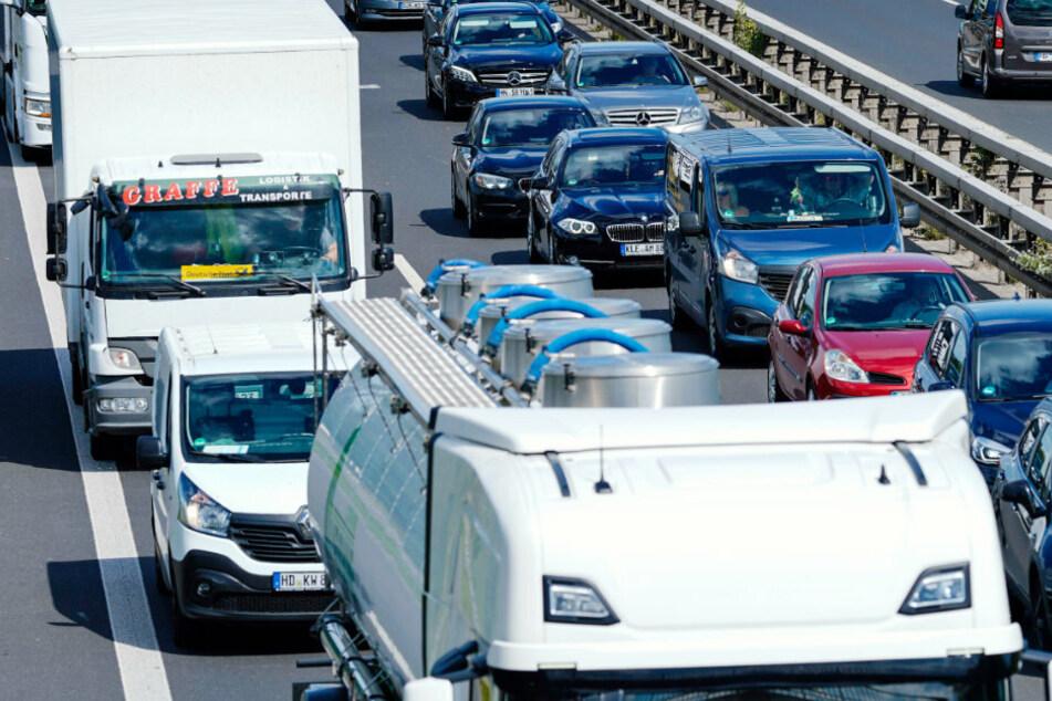 Wegen des Ferienendes in Bayern könnte es am kommenden Wochenende zu viel Verkehr auf den Autobahnen kommen. (Symbolbild)