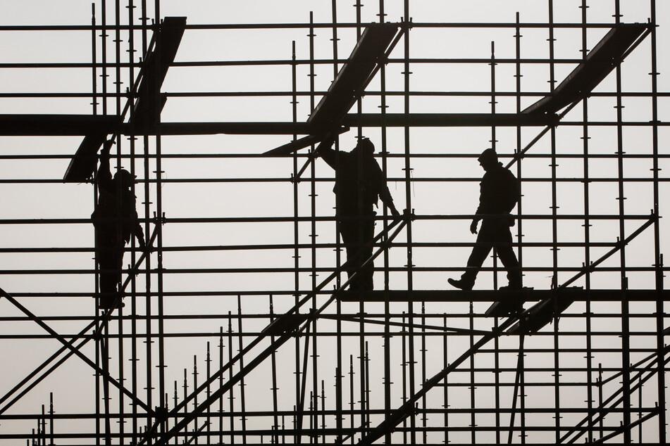 Niedriglöhner sind nicht nur auf dem Bau zu finden. Besonders im Handel und im Gastgewerbe ist dies verbreitet.