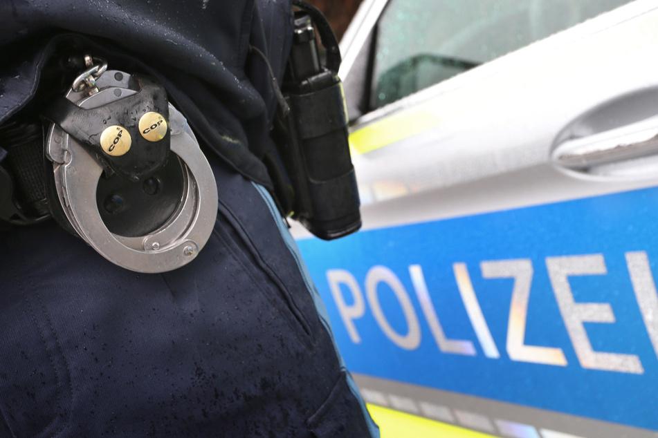 Vier Polizisten mussten nach der Auseinandersetzung ins Krankenhaus. (Symbolbild)