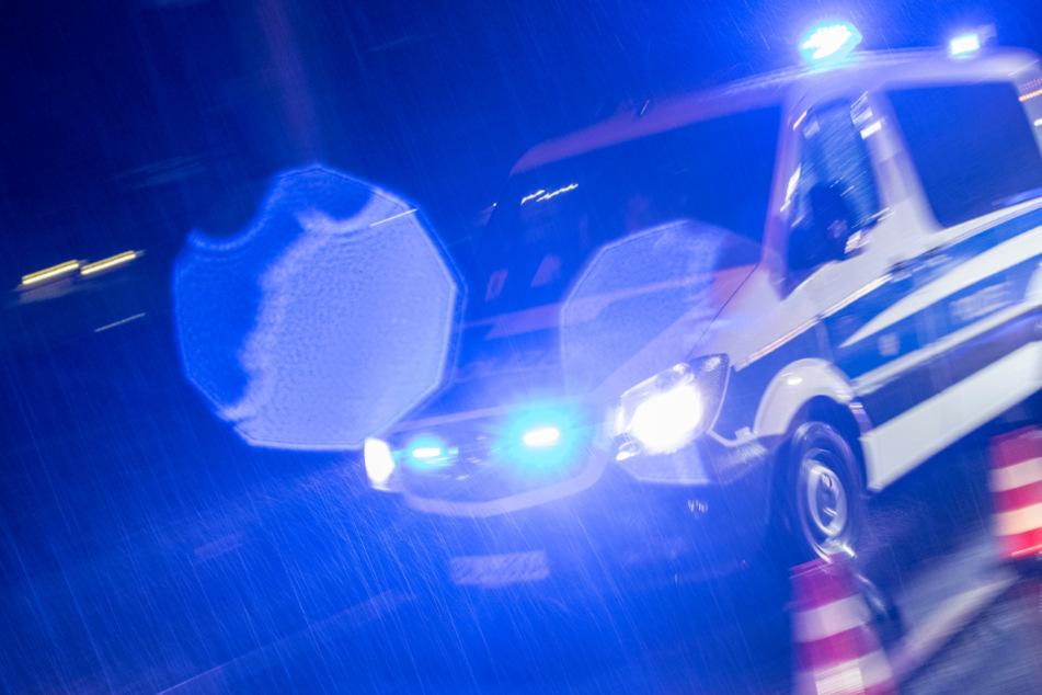 Männer prügeln sich, dann kriegt Security-Mitarbeiter Flasche an den Kopf