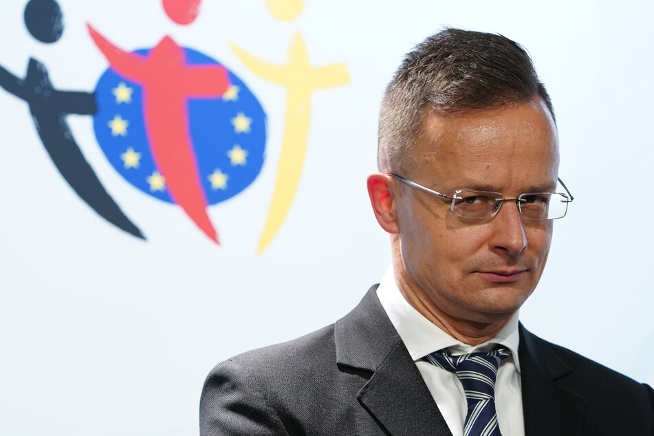 """Ungarns Außenminister Peter Szijjarto begrüßt die Entscheidung der UEFA,""""sich nicht für eine politischen Provokation gegenüber Ungarn einspannen zu lassen""""."""