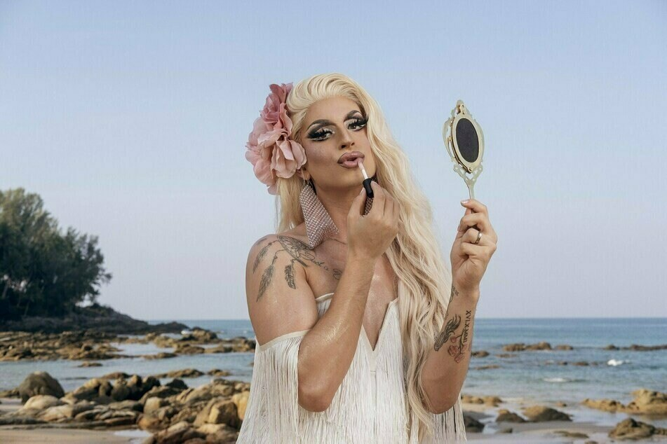 """Der Berliner Travestiekünstler Katy Bähm (28, bürgerlich Burak Bildik) spielt auch in der zweiten Folge von """"Promis unter Palmen"""" eine tragende Rolle."""