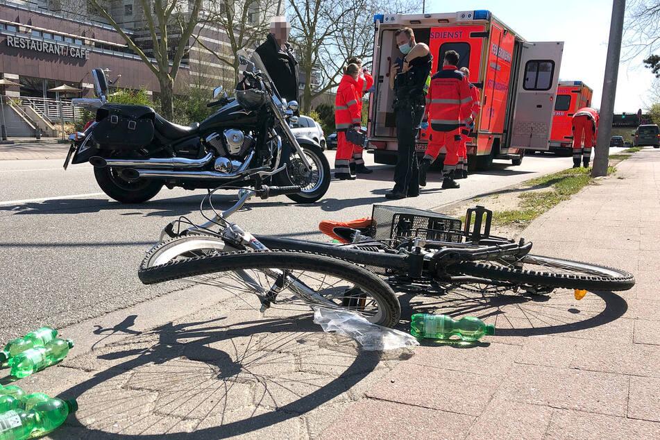 Motorrad kracht in Fahrradfahrer: Unfallopfer verletzt im Krankenhaus