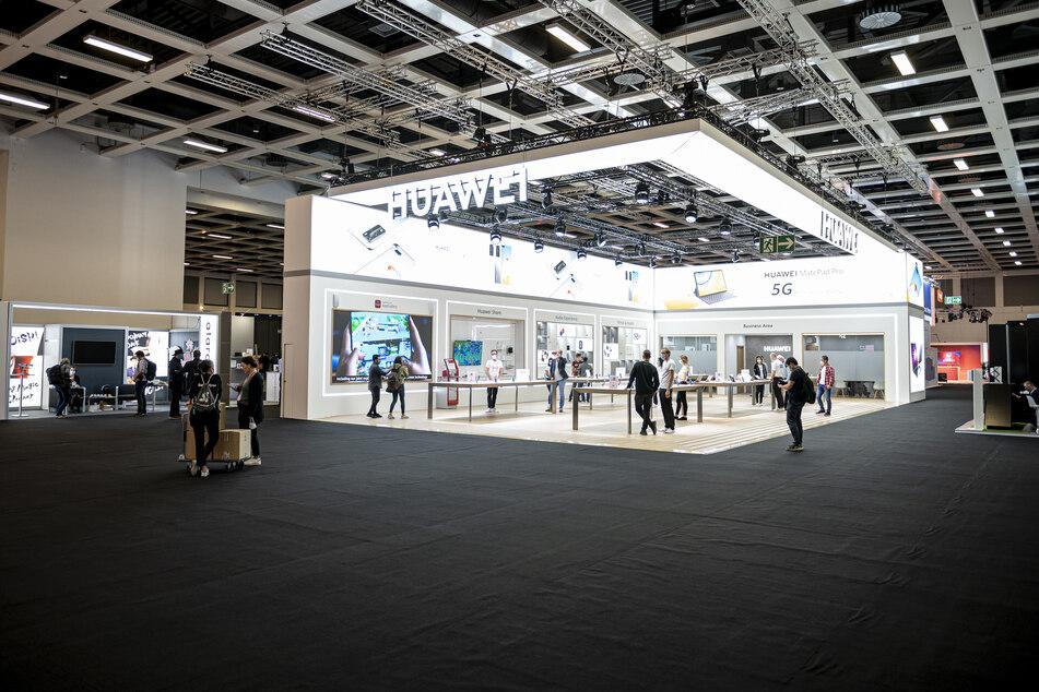Der Stand des Technologieunternehmens Huawei in der Internationalen Funkausstellung (IFA) in der Messe Berlin.