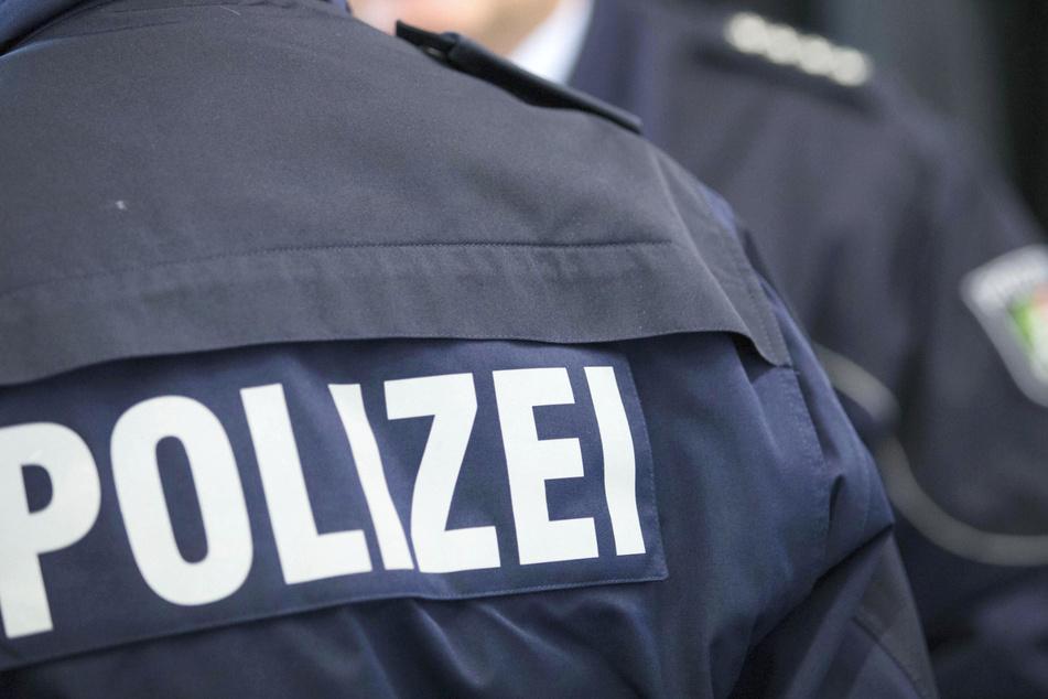 NRW schickt drei Polizei-Hundertschaften in den Kreis Gütersloh. (Symbolbild)