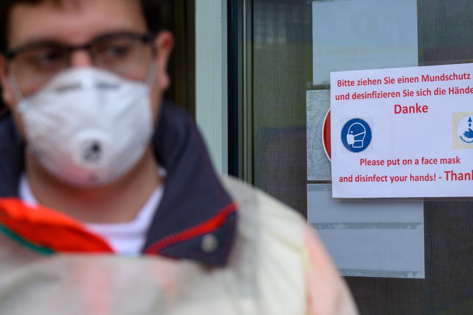 In Baden-Württemberg haben sich bislang mindestens 202.970 Menschen mit dem Coronavirus infiziert, 3794 starben.